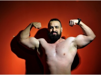 Fitness fanatic Antash Sheikh receives award for bodybuilding expertise